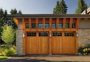 pintu garasi kayu 1